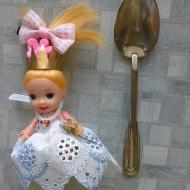 Наряд, ожерелье и перстень для куколки
