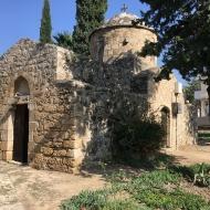 На Кипре много церквей и церквушек