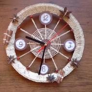 Часы из пяльца и ниток