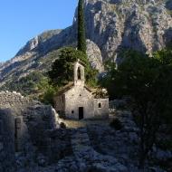 Руины за крепостными стенами