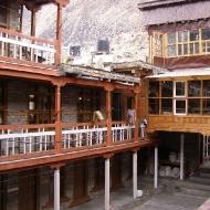 Внутренний двор гостиницы. Мананг